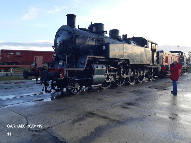 Carhaix. La machine à vapeur BB 141 TB 424  est à la CFTA 20190261