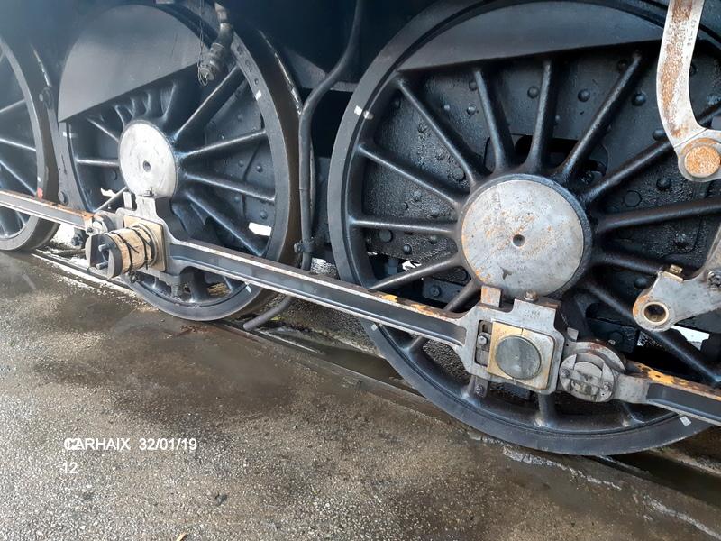 Carhaix. La machine à vapeur BB 141 TB 424  est à la CFTA 20190262