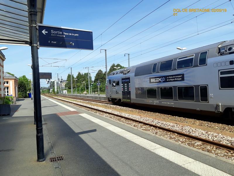 R2n en gare de Dol de Bretagne  02/05/19 20190545