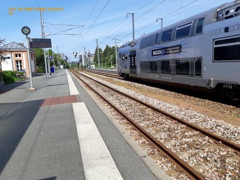 R2n en gare de Dol de Bretagne  02/05/19 20190546