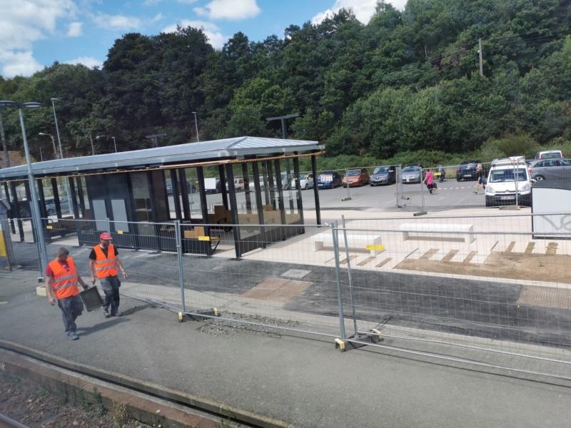 Landivisiau nouvel abri voyageurs en construction Img_2087