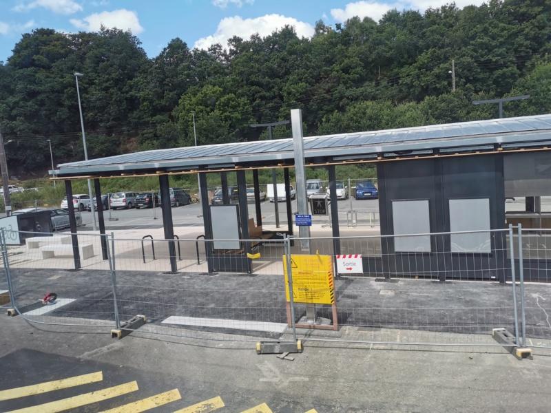 Landivisiau nouvel abri voyageurs en construction Img_2089