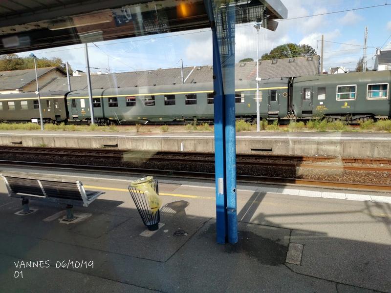 Le train croisière de l'AA06/10/19ARV en gare de Vannes le 06/10/19 Img_2265