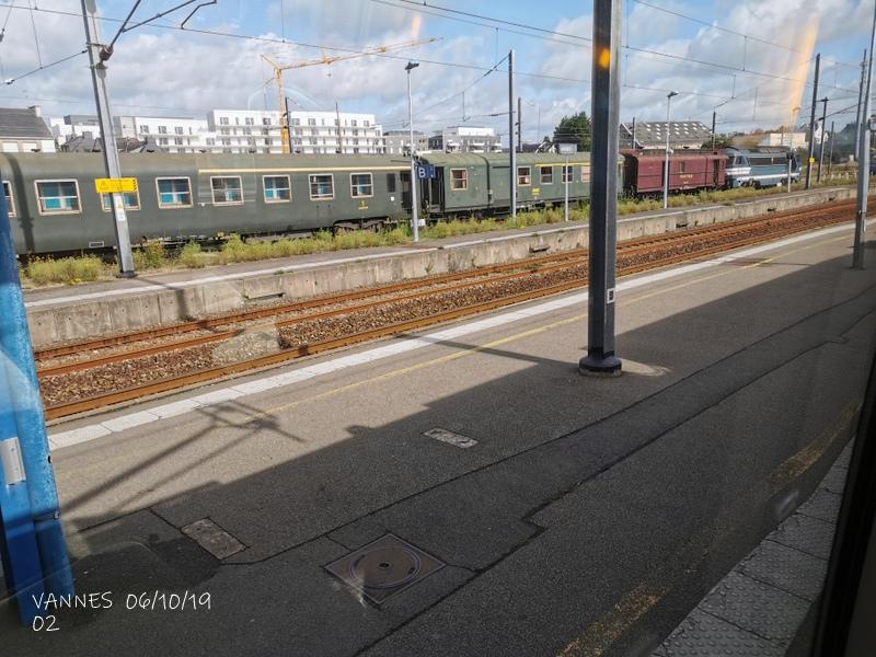 Le train croisière de l'AA06/10/19ARV en gare de Vannes le 06/10/19 Img_2266