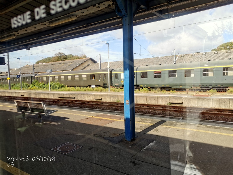 Le train croisière de l'AA06/10/19ARV en gare de Vannes le 06/10/19 Img_2268