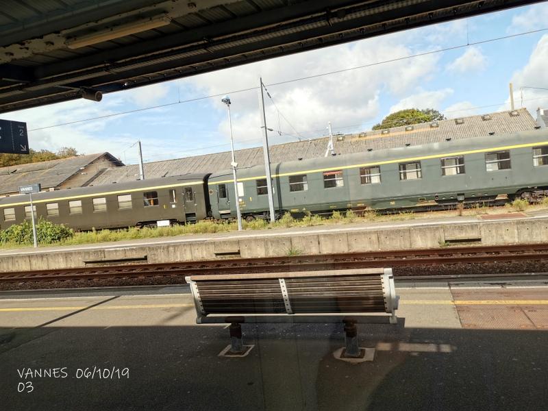 Le train croisière de l'AA06/10/19ARV en gare de Vannes le 06/10/19 Img_2275