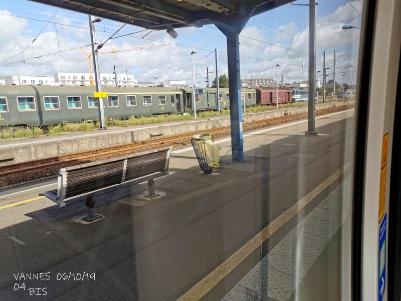 Le train croisière de l'AA06/10/19ARV en gare de Vannes le 06/10/19 Img_2276