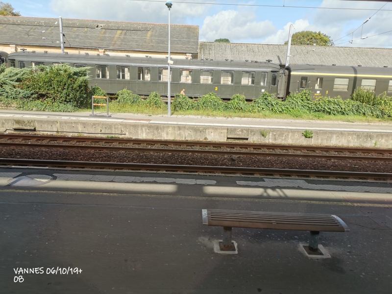 Le train croisière de l'AA06/10/19ARV en gare de Vannes le 06/10/19 Img_2279