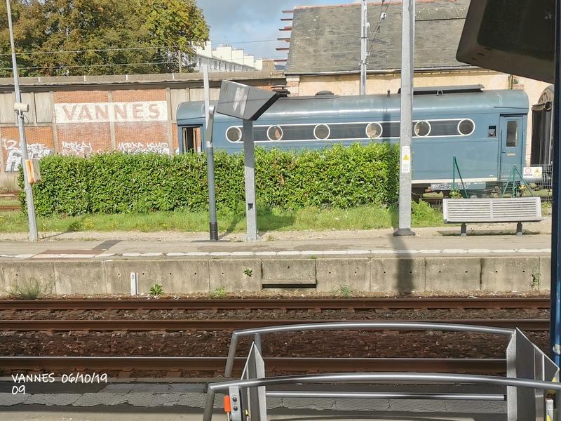 Le train croisière de l'AA06/10/19ARV en gare de Vannes le 06/10/19 Img_2280