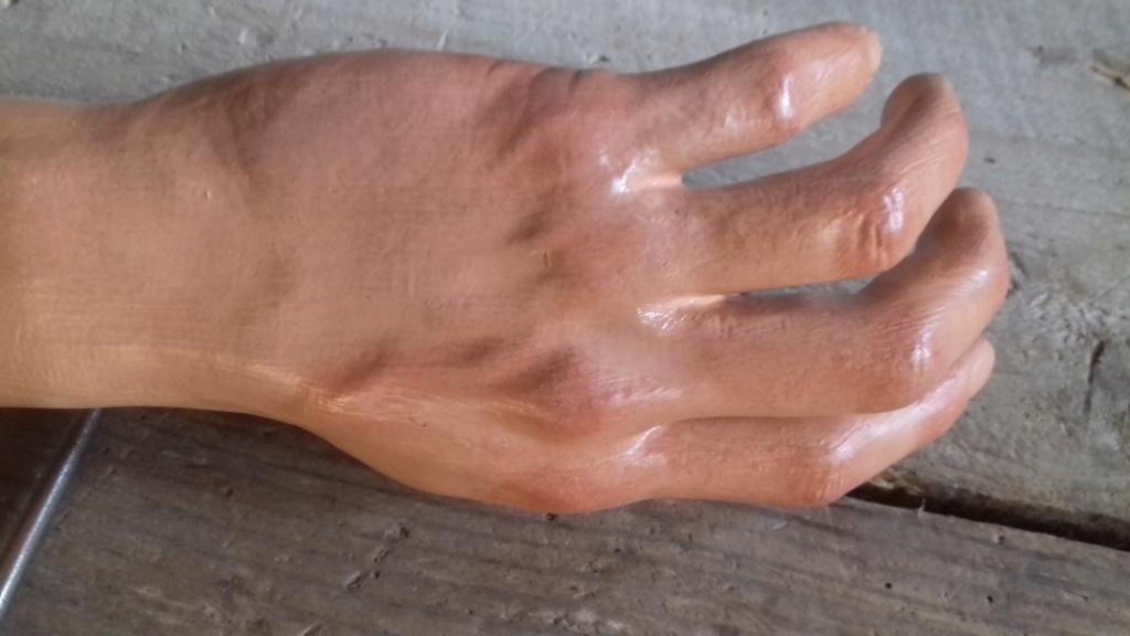 Amélioration mains mannequin 20190333