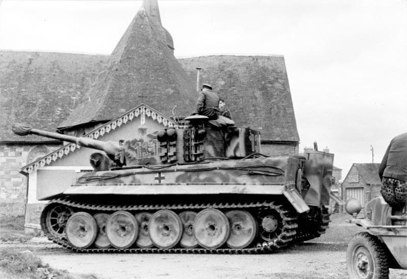 Le Panzerkampfwagen VI Tiger Ausf. E de Hobby Boss au 1/16  Par Dan le Cévenol - Page 7 Char_t10