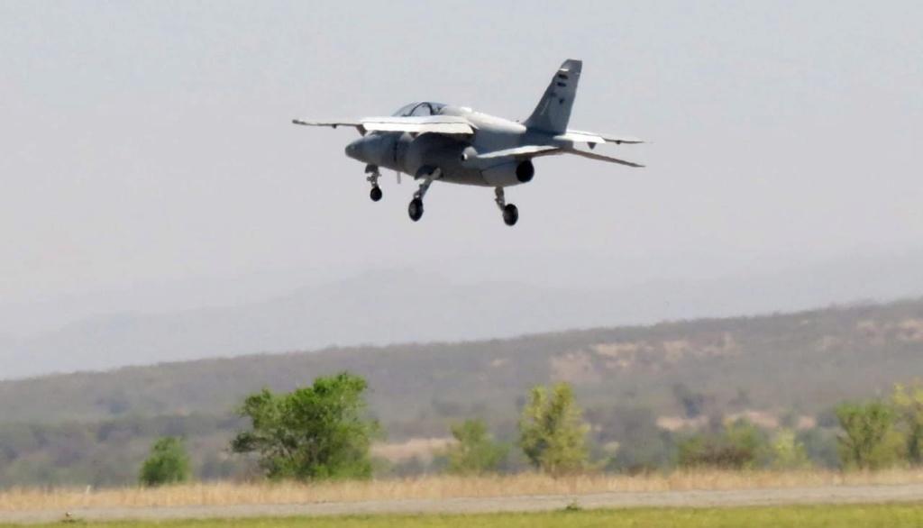 Primer vuelo funcional del avión Pampa III - E 824 Whatsa10