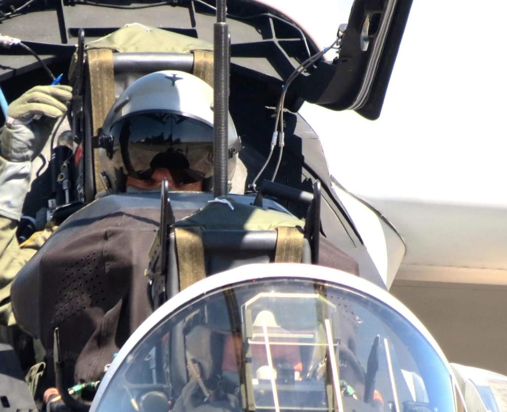 Primer vuelo funcional del avión Pampa III - E 824 Whatsa13
