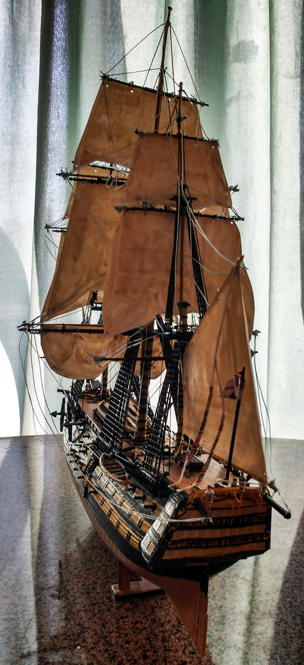 H.M.S. Victory - 1:225 - Revell 14210
