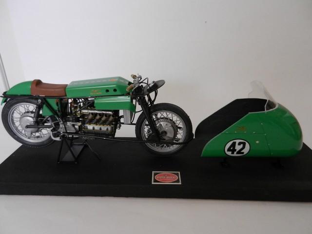 "Moto Guzzi 500 - Version Grand Prix - Moteur 4 cylindres ""ultraquadro"" Dscn0054"