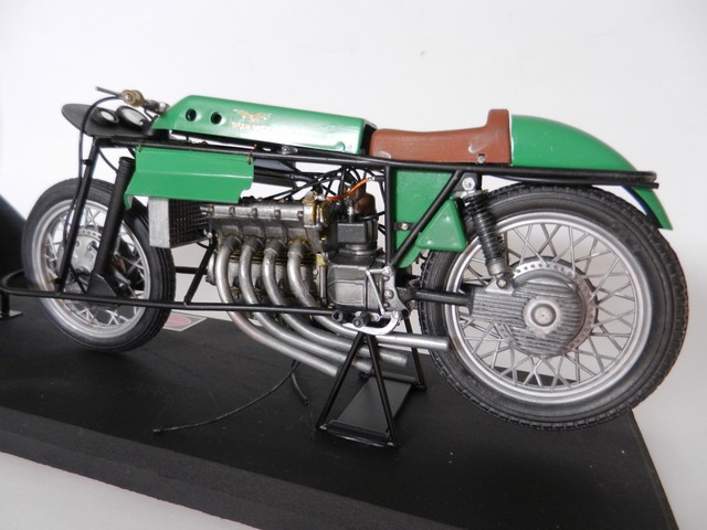 "Moto Guzzi 500 - Version Grand Prix - Moteur 4 cylindres ""ultraquadro"" Dscn0057"