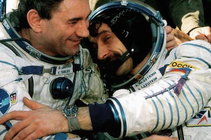 Correia estilo MIR - Estação Espacial Sovietica/Russa 20341310