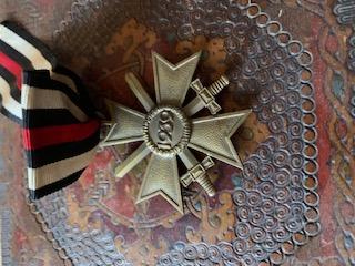 Médailles, insignes WW1 / WW2 à identifier / Merci d'avance 2499f010