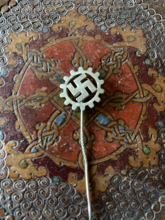 Médailles, insignes WW1 / WW2 à identifier / Merci d'avance 65baff10