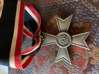 Médailles, insignes WW1 / WW2 à identifier / Merci d'avance 7bdbe110