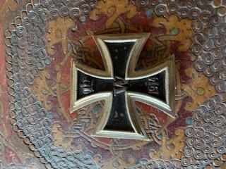 Médailles, insignes WW1 / WW2 à identifier / Merci d'avance Dd4dae10