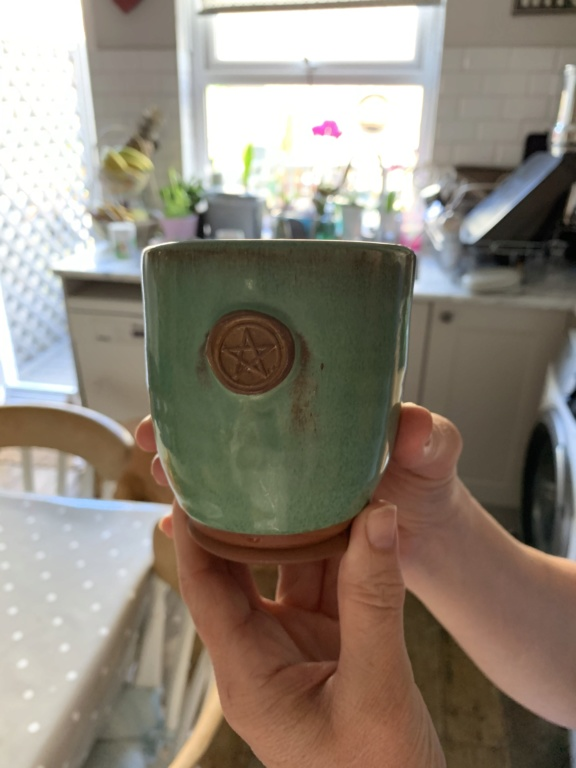 Who made this red clay, green pentacle mug from Avebury Stones? C197ae10