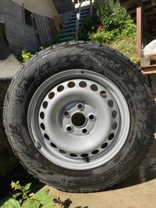(VENDUS)VENTE 4 pneus neiges NOKIAN Quasi neufs + Jantes Tole T5  Img_2012