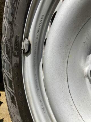 (VENDUS)VENTE 4 pneus neiges NOKIAN Quasi neufs + Jantes Tole T5  Img_2013