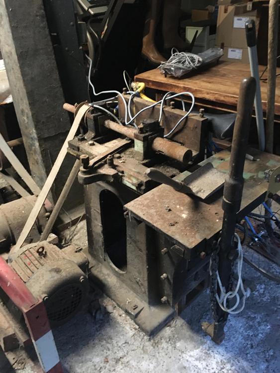 A quoi sert cette machine ? Bois ou métal ? Machin11