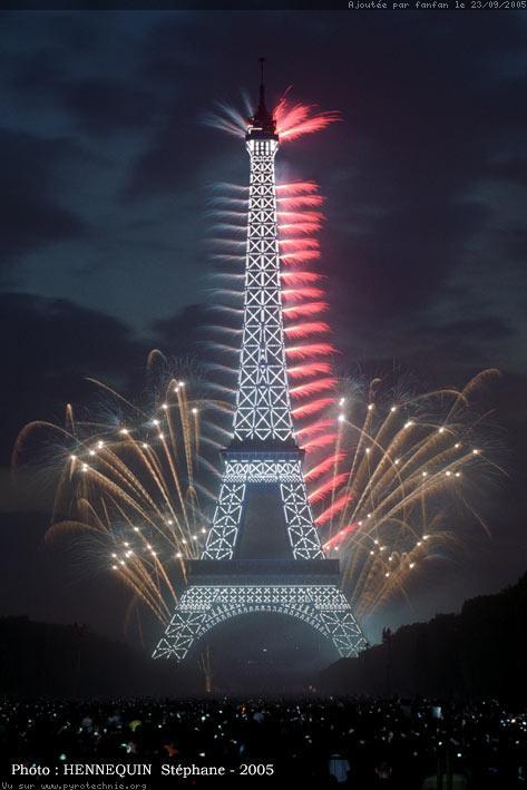 La tour Eiffel. Feu-ar10
