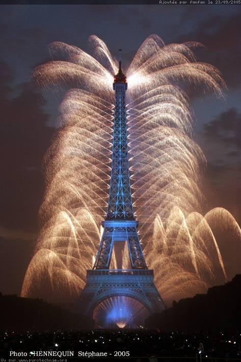 La tour Eiffel. Feu-ar11