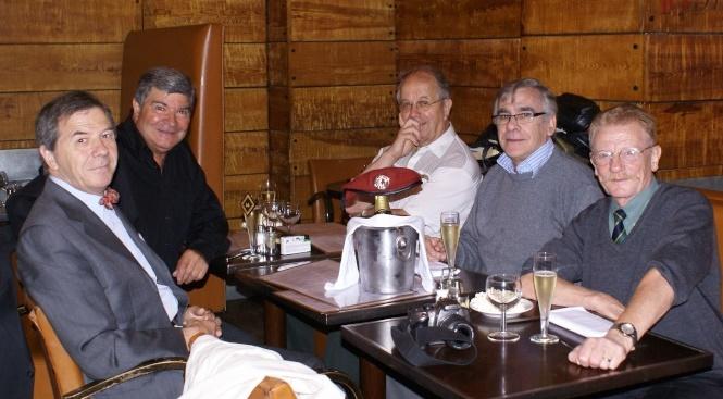 """Déjeuner de cohésion des membres """"Chemin de Mémoire Parachutistes"""" le 10 juin 2009 Le 1er RCP - le 18e RCP - le 14e RCP sont représentés Cadran14"""