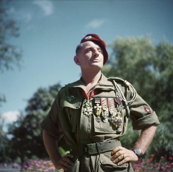 BIGEARD Marcel - général - grand soldat meneur d'hommes INDO et Algérie jusqu'en 1959 - Page 3 Genera10