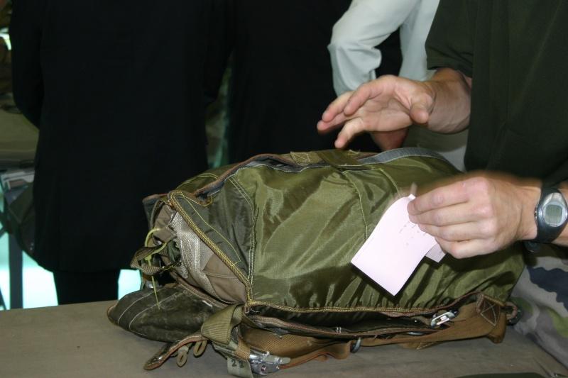 Pliage des parachutes : unique en France Img_9510