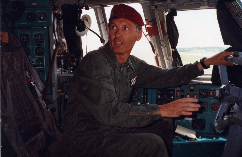 """Il y a vingt ans nous étions déjà dans cet Illiouchyne 76 (quadri-réacteur) pour larguer un blindé et """"sortir par la portière"""". Quelle claque !... Ru-il-10"""