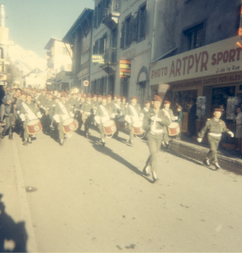Prise d'armes à Barèges 1er RCP 28 février 1968 Ser_mu11