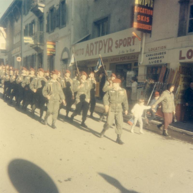 Prise d'armes à Barèges 1er RCP 28 février 1968 Ser_pr10
