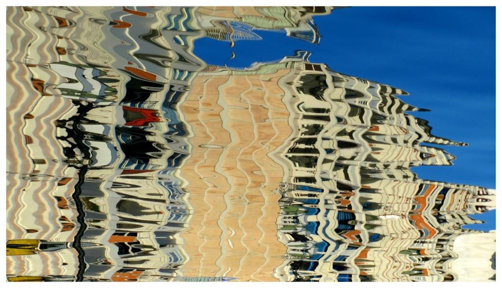 Les reflets sur l'eau Img_2511