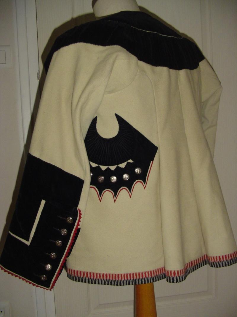 Identification d'une veste ancienne (XIXe) Dsc07911