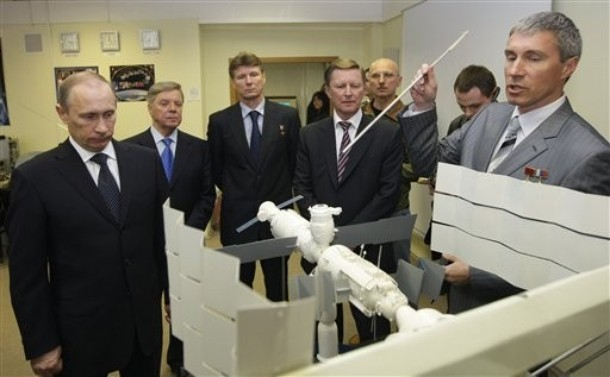 Poutine visite le centre de formation des cosmonautes E11