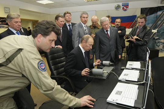 Poutine visite le centre de formation des cosmonautes Y10