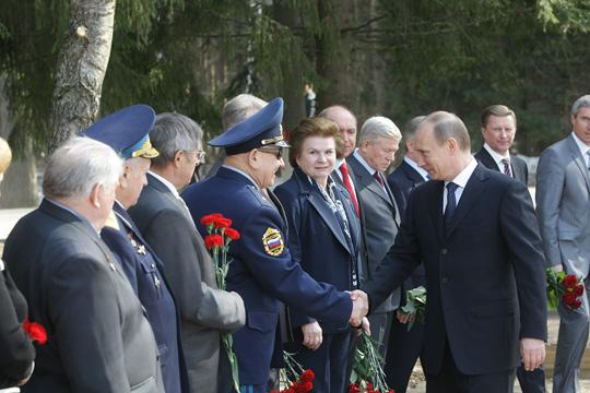 Poutine visite le centre de formation des cosmonautes Z10