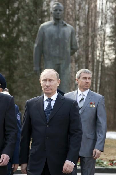 Poutine visite le centre de formation des cosmonautes Z11