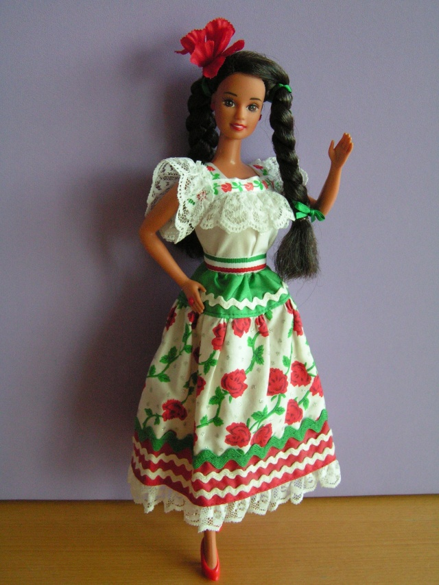 DOLLS OF THE WORLD Pict4212