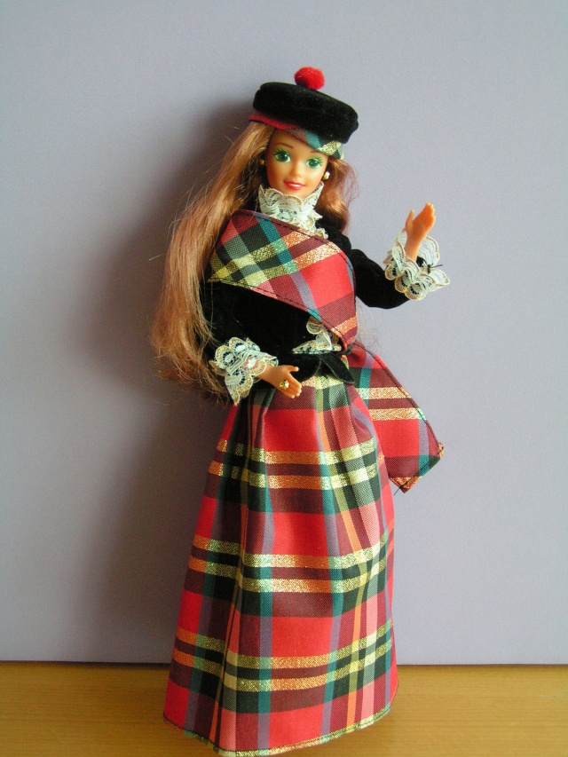 DOLLS OF THE WORLD Pict4213