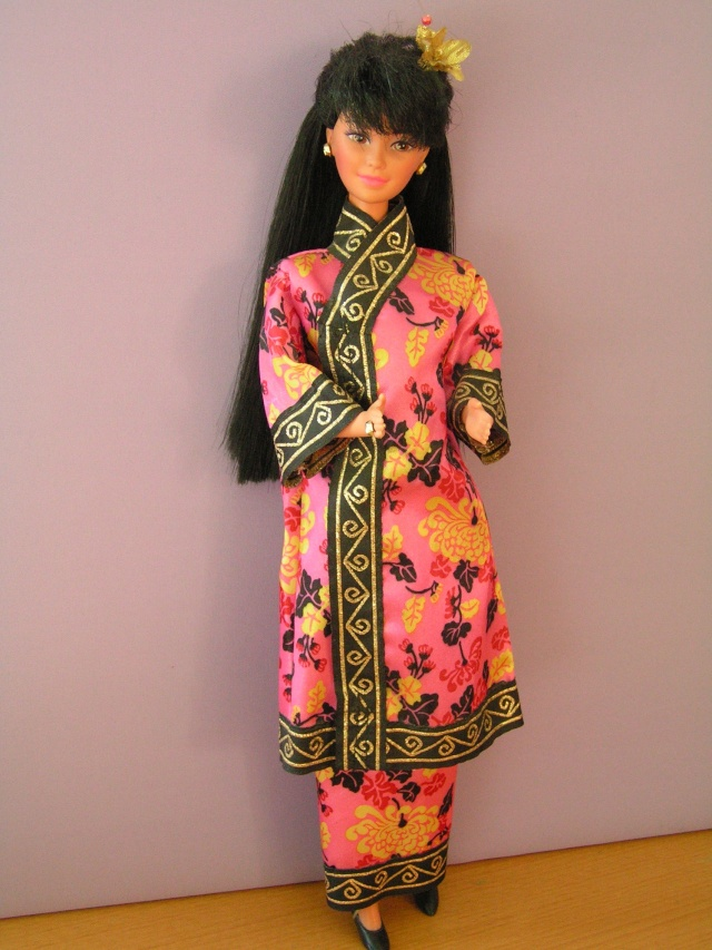 DOLLS OF THE WORLD Pict4316