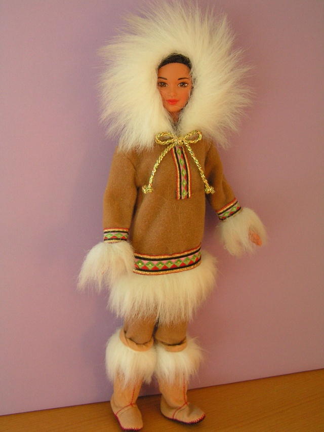 DOLLS OF THE WORLD Pict4317