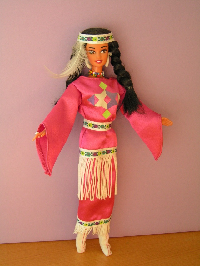 DOLLS OF THE WORLD Pict4319