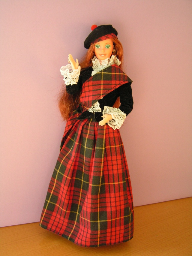 DOLLS OF THE WORLD Pict4323