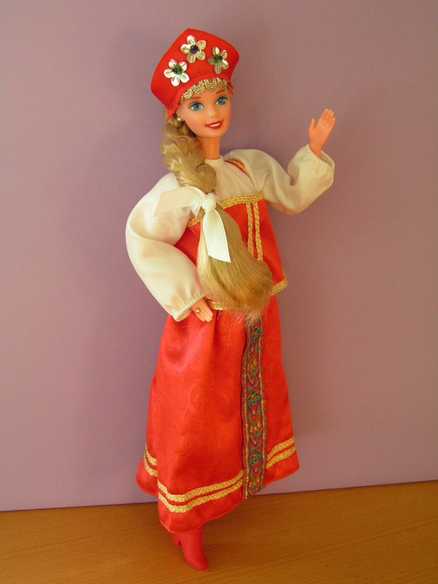 DOLLS OF THE WORLD Pict4324